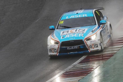 Brands Hatch BTCC: Sutton extends points lead with race two win