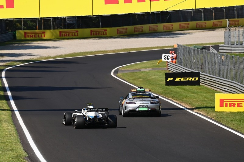 """F1 safety car unlapping requirement is """"embarrassing"""" - Vettel"""