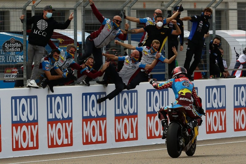 Teruel Moto2: Lowes takes title lead with Teruel win