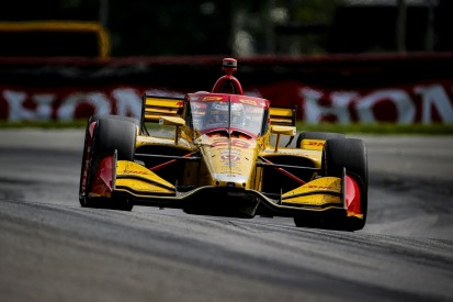 "Hunter-Reay frustrated by Dixon ""hip-check"" in IndyCar Mid-Ohio race"