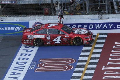 NASCAR Michigan: Harvick doubles up after beating Hamlin in second race