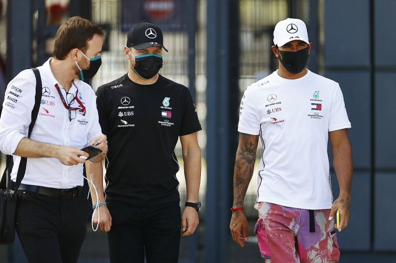 Hamilton: Not the right time for Mercedes F1 contract talks