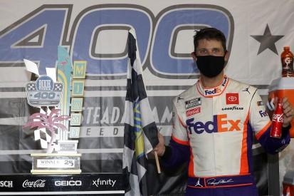 NASCAR Homestead: Hamlin fends off Elliott to win weather-delayed race
