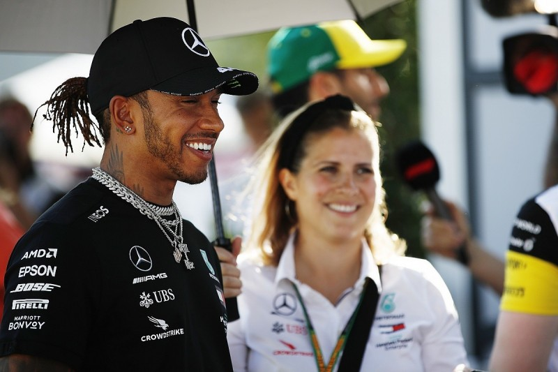 F1 champion Hamilton moves to stop COVID-19 infection speculation