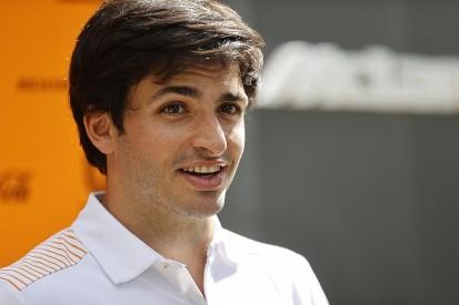 "Sainz offers ""big hugs"" to quarantined McLaren F1 crew in Australia"