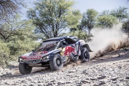 Carlos Sainz closes on Dakar victory, Stephane Peterhansel crashes