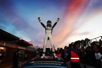 Brands Hatch BTCC: Turkington grabs title, Cammish crashes, Plato wins