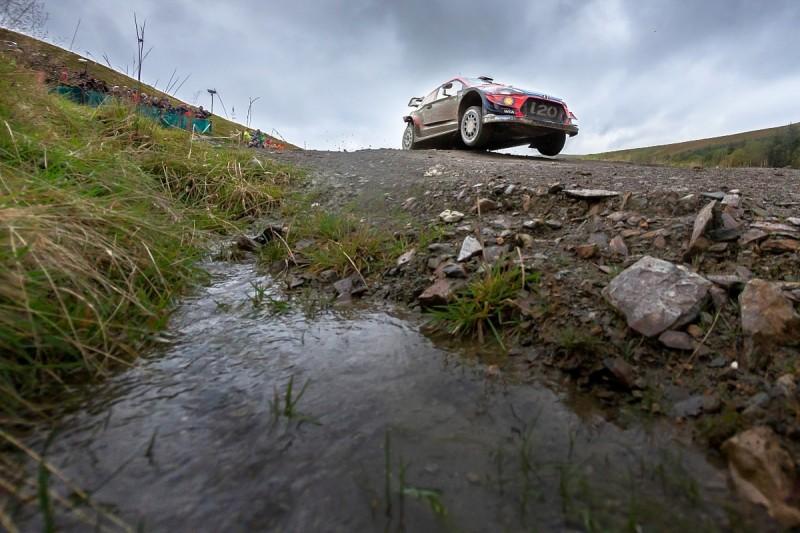 WRC Rally GB: Neuville usurps Ogier but Tanak edges away