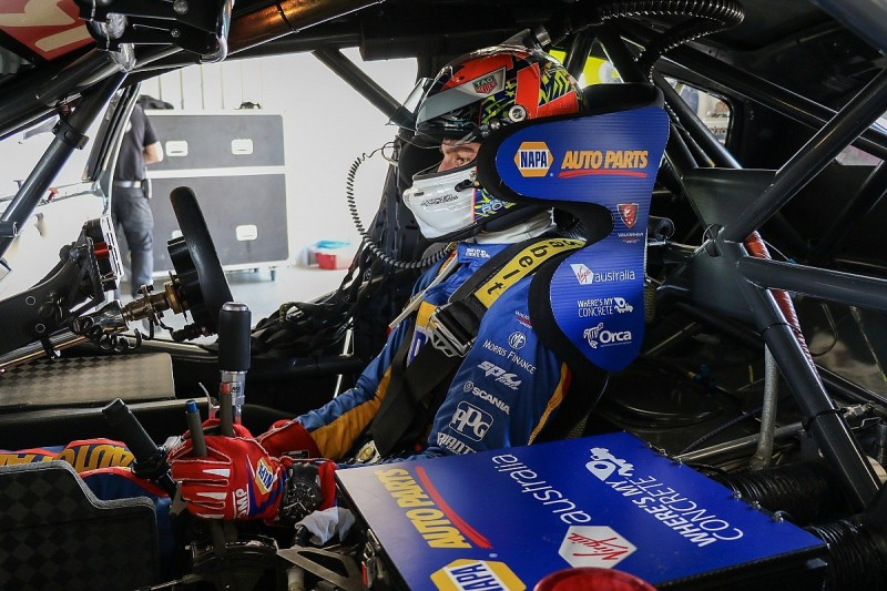 Alexander Rossi crash truncates Walkinshaw's pre-Bathurst 1000 test