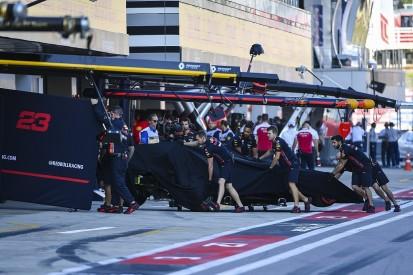 Albon blames gust of wind for Sochi Formula 1 qualifying crash