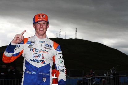 Butcher charges to his first ever BTCC pole at Knockhill