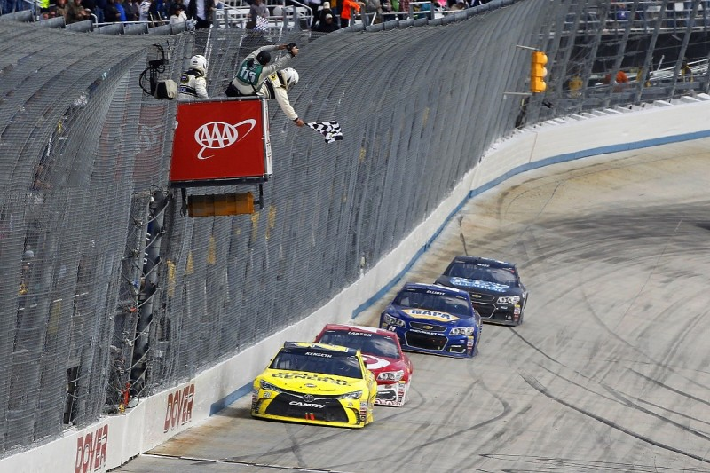 NASCAR Dover: Matt Kenseth takes narrow victory