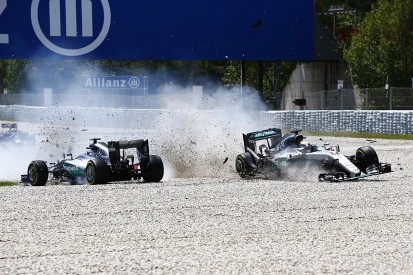 Blame for Rosberg/Hamilton collision not clear cut - Wolff