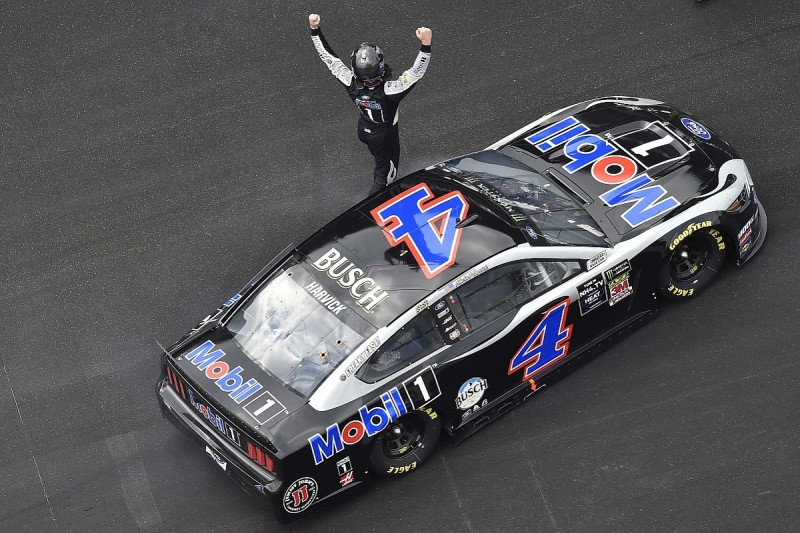 Indianapolis NASCAR: Harvick wins, Bowyer and Newman into playoffs