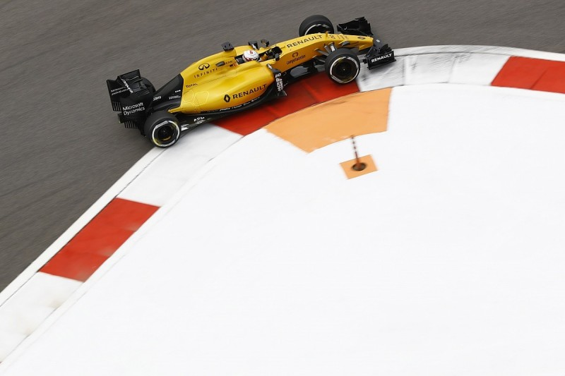 Renault F1 team 'lucky' rule change coming in 2017, Magnussen feels
