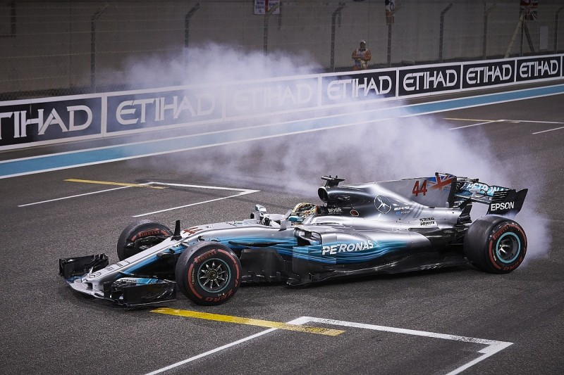 Lewis Hamilton expects to remain in Formula 1 until at least 2020