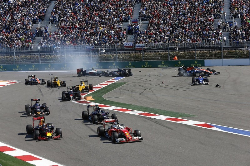 Red Bull boss Horner apologises to Vettel after second Kvyat clash