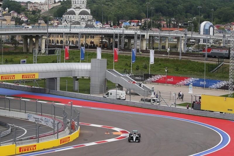 Hamilton narrowly pips Rosberg in final Russian GP F1 practice