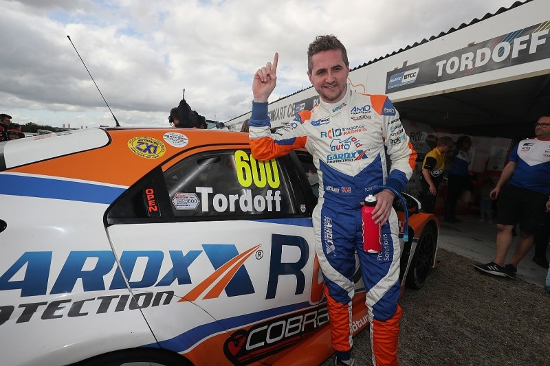 Tordoff on pole, front-driven cars excel in BTCC qualifying at Thruxton