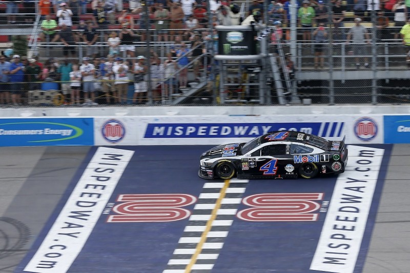 Harvick survives puncture to win the NASCAR Cup round at Michigan