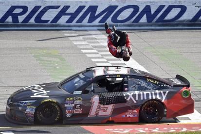 Carl Edwards defeats Kyle Busch with last-lap move at Richmond
