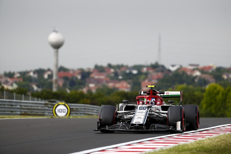 Alfa Romeo gives first look at '19 low-downforce F1 rear wing spec