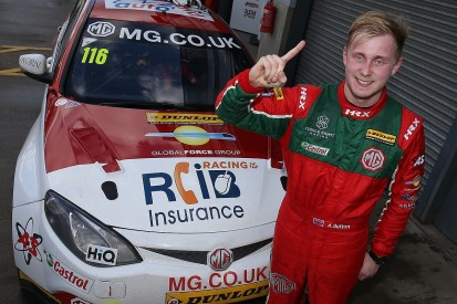 Rookie Ash Sutton takes dramatic Donington Park BTCC pole for MG
