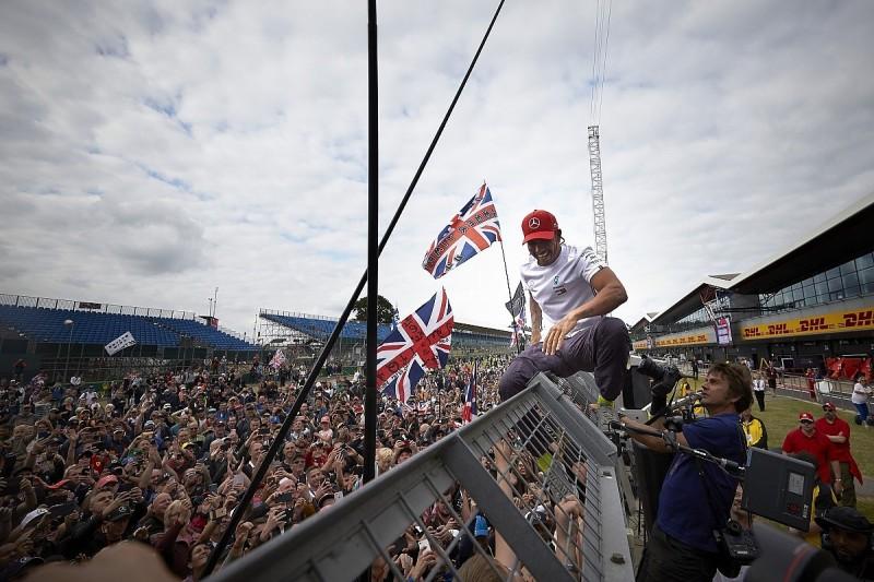 "F1 champion Lewis Hamilton being ""polarising"" is positive - Wolff"