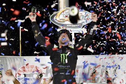 Kentucky NASCAR: Kurt Busch beats brother Kyle to seal first '19 win