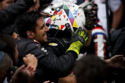 Silverstone F2: Aitken makes stunning late pass to win sprint race