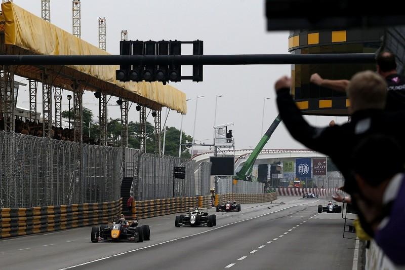 Macau GP: Ticktum wins F3 race as top two crash at final corner