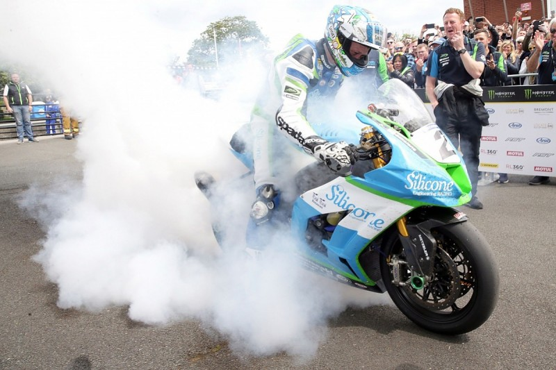IoM Senior TT winner Harrison dominates Southern 100 with six wins