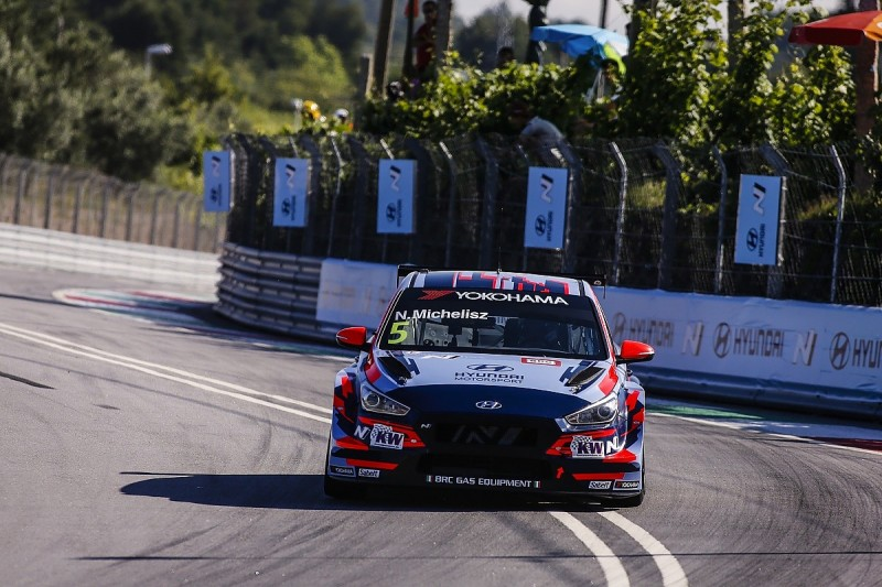 WTCR Vila Real: Hyundai's Michelisz gets pole in disrupted qualifying
