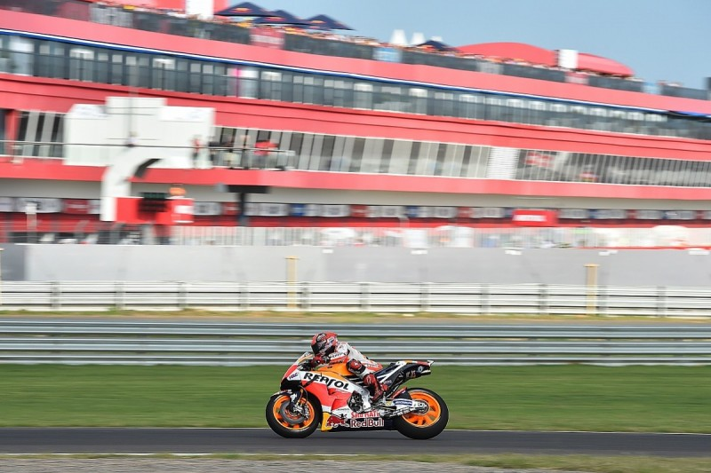 Marquez stays top despite incidents, Lorenzo finds form in practice