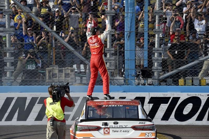 NASCAR Phoenix: Kenseth denies Elliott, Keselowski makes final four