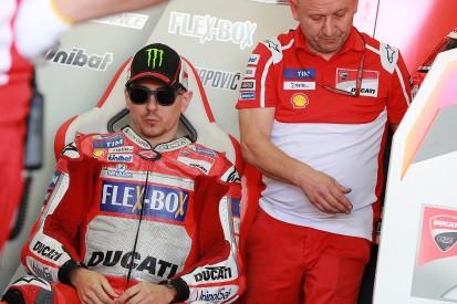 MotoGP Valencia: Lorenzo won't back up rivals for Dovizioso