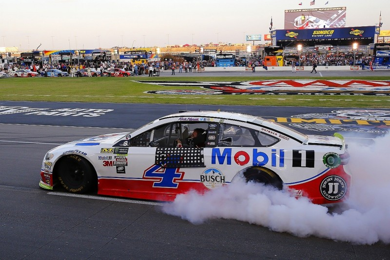 Harvick seals final playoff stage place with Texas NASCAR victory