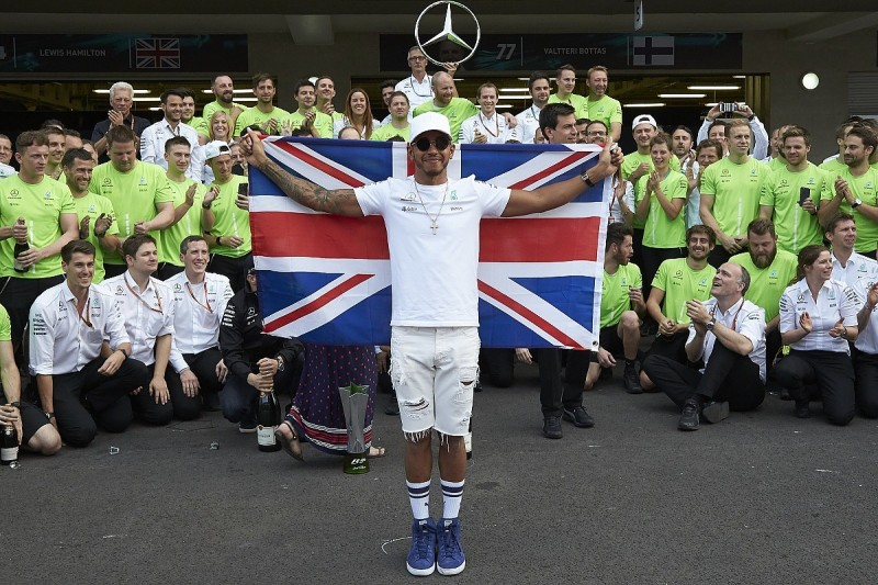 Lewis Hamilton plans Mercedes F1 contract talks in coming weeks