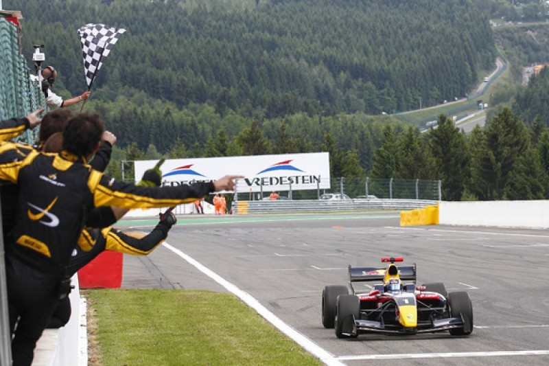 Spa FR3.5: Red Bull protege Carlos Sainz Jr dominates race one