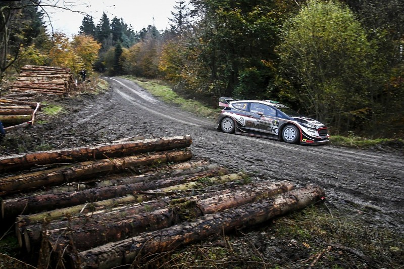 Rally GB: Evans storms clear as Neuville jumps title rivals