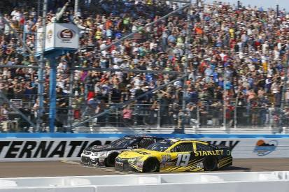 NASCAR Phoenix: Kevin Harvick shades Carl Edwards to take win