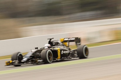 Renault surprised by performance of RS16 car in F1 testing