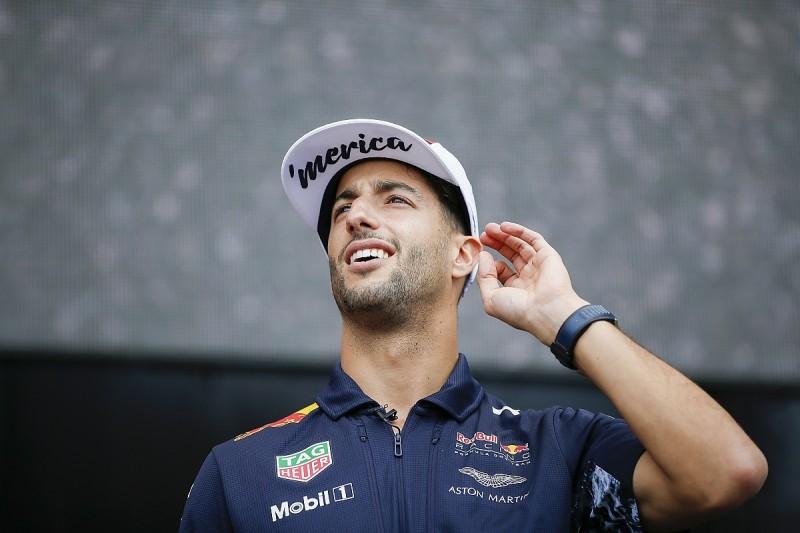 Ricciardo unaware Verstappen was given upgraded Renault F1 engine