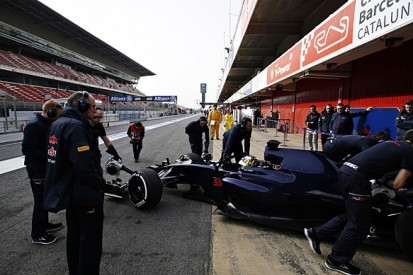 Gearbox issue halted day one of Toro Rosso's Barcelona F1 test