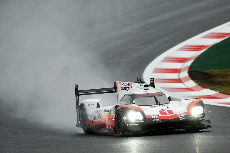 Fuji WEC: Porsche leads as rain and crash disrupt Friday practice