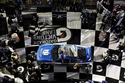 Daytona 500: Dale Earnhardt Jr wins opening Duel qualifying race