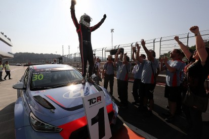 Tarquini gives Hyundai's new i30 victory on TCR International debut