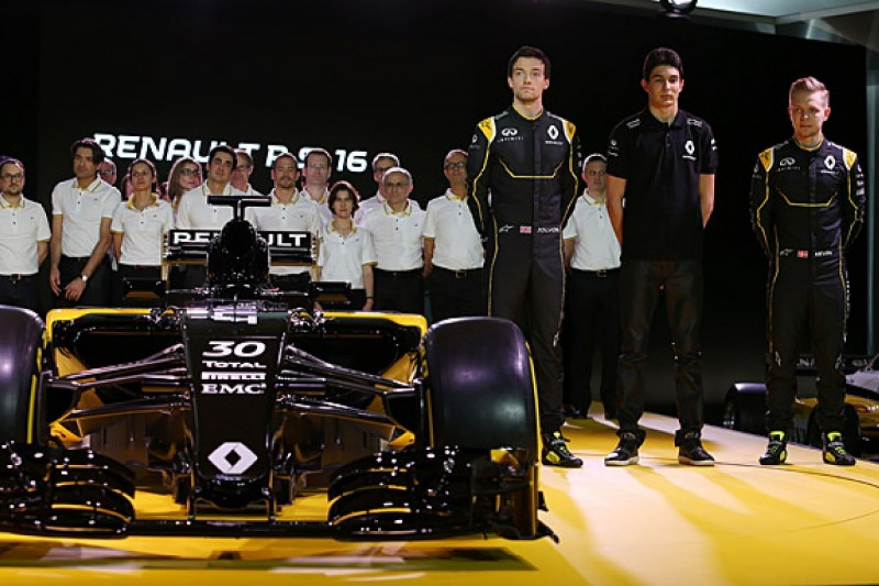 Renault plans to recruit top staff from rival F1 teams on comeback