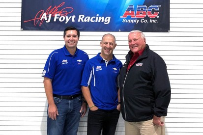 Tony Kanaan switches to AJ Foyt's IndyCar team for 2018