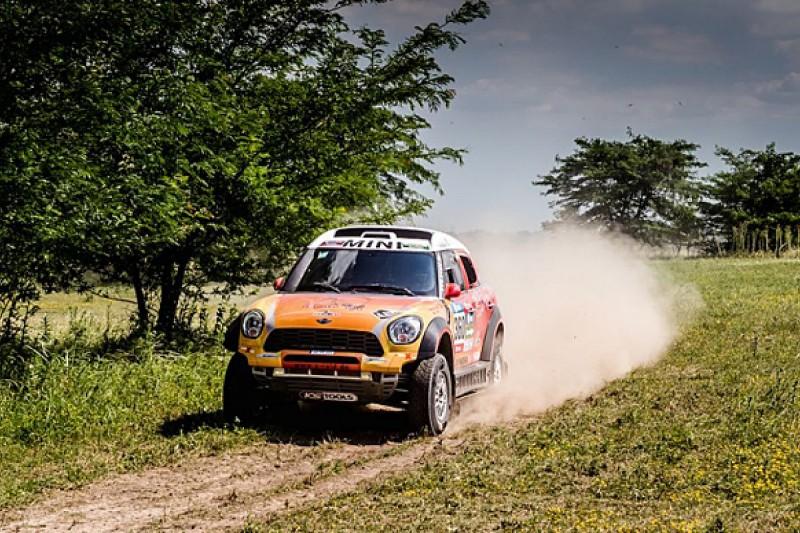 Dakar Rally: Spectators hit in crash on Prologue stage